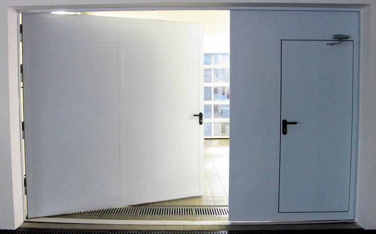 металлические промышленные двери распашные